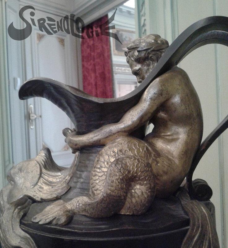 buire au triton - profil gauche - Musée Nissim de Camondo