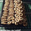 Biscuits au vin blanc, les sifflettes de lunel ou zézettes de sète.
