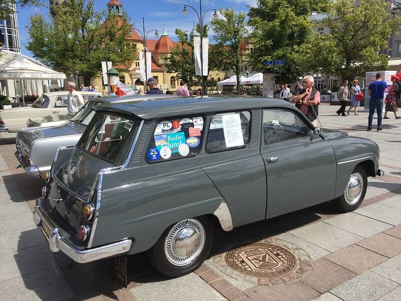 1966_Saab_95_with_841_cc_3-cylinder_2-stroke_engine_in_Sopot_Poland_3of7