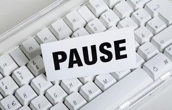pause-_-01