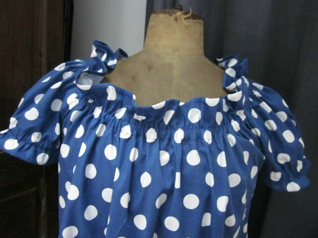 Robe ALBANE en coton bleu navy à pastilles blanches (11)