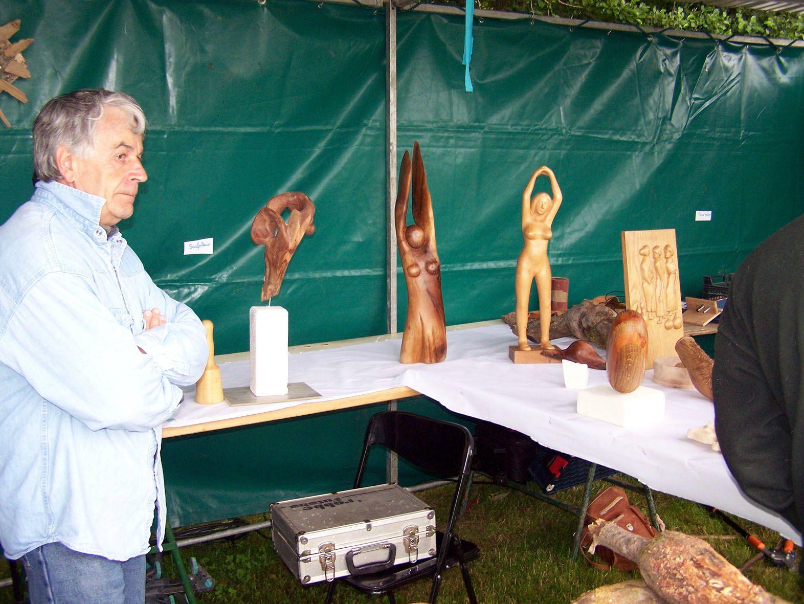 Stand sculture sur bois 4
