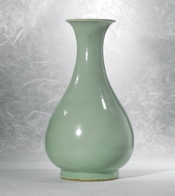 A Fine And Very Rare 'Kinuta' Glazed 'Longquan' Celadon Vase (Yuhuchun Ping), Southern Song Dynasty (1127-1279)