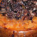 La dinde aux marrons façon cendrillon: courge rôtie farcie dinde, châtaigne, pomme, cèpe, blé noir. un conte de fée gourmand...