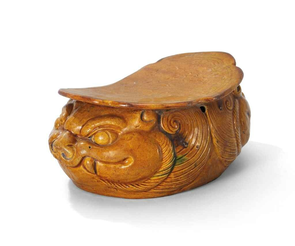 A Shanxi moulded amber-glazed 'Double-Lion' pillow, Jin dynasty (1115-1234)