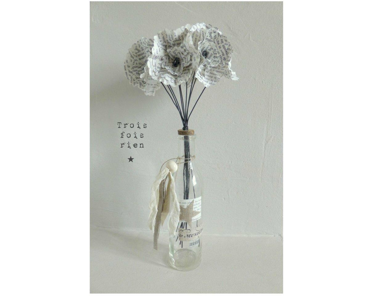 Fiole et fleurs papier 33