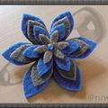 Broche étoile feutrine bleu dur, gris anthracite (N)