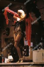 Jerry_Hall-1990-01-24-Palace_Theatre_Watford-Bus_Stop-04-3