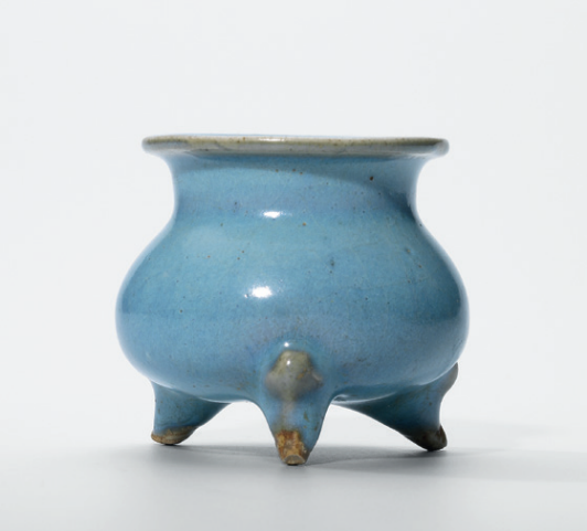 A small Jun censer, Yuan-Ming dynasty (1279-1644)