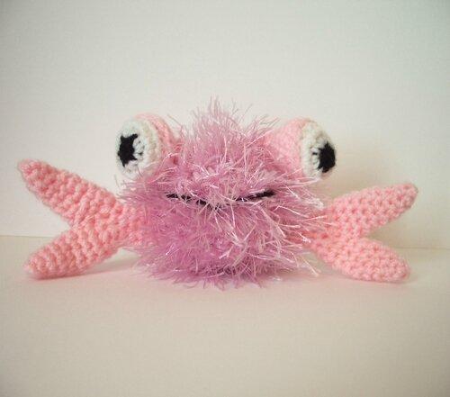 crabe-au-crochet-rose-portait
