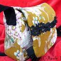 Sac retrO vintage tapisserie fleurs dentelle et froufrou.