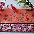 pochette fleurie rose orange