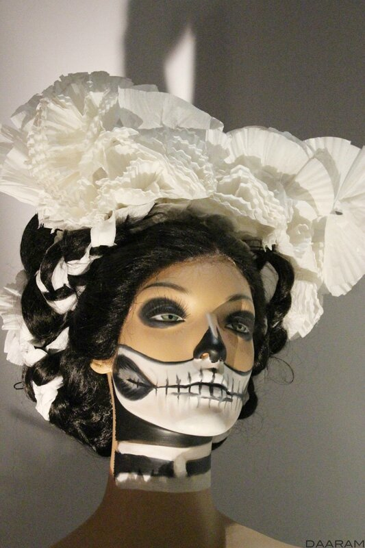 Dummy wearing a wedding dress made of paper for the day of the dead (close up) « Spectre » 2015. Photo: Olivier Daaram Jollant © 2016